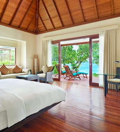King beachfront villa bedroom
