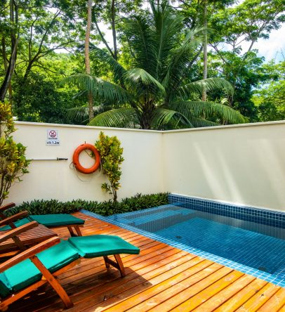 King beachfront pool villa